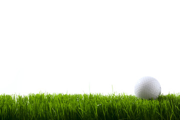 Foto auf Acrylglas Golf Golf ball on green grass