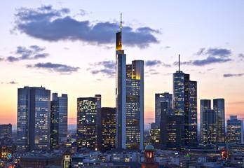 Fototapete - Frankfurt in der Dämmerung