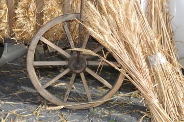 Getreide an einem Holzkarren