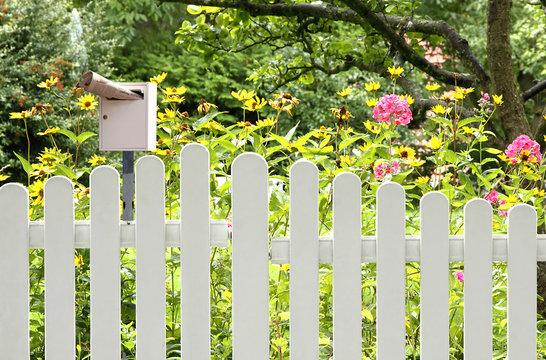 Briefkasten am Gartenzaun