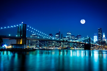 Fotobehang Volle maan Night Scene Brooklyn Bridge and New York City