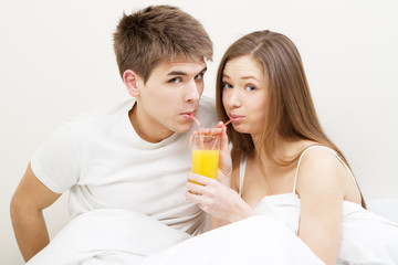 Young couple drinking juice
