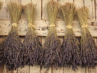 Spoed Foto op Canvas Lavendel LE CASTELLET - BOUQUETS DE LAVANDE SECHANT AU SOLEIL