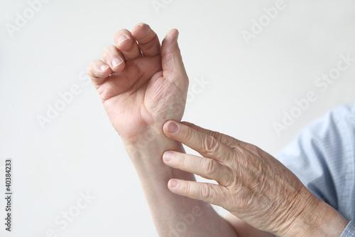 Растяжение связок руки лечение в домашних условиях
