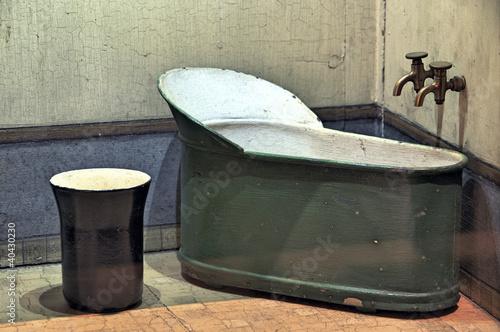 baignoire sabot ancienne photo libre de droits sur la. Black Bedroom Furniture Sets. Home Design Ideas