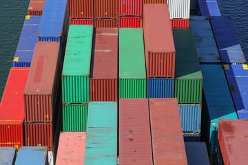 Container auf einem Handelsschiff