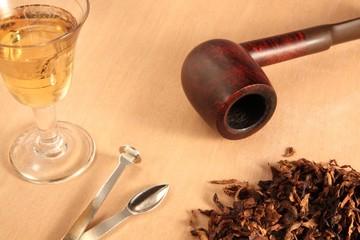 pipa, tabacco e rum