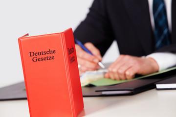 Anwalt mit den Deutschen Gesetzen