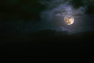 Fotobehang Volle maan Cloudy full moon