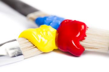 Pinsel mit Acrylfarbe