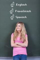mädchen lernt fremdsprachen