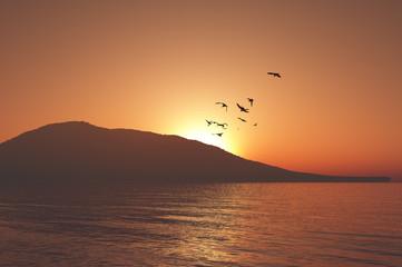 山並みと夕日
