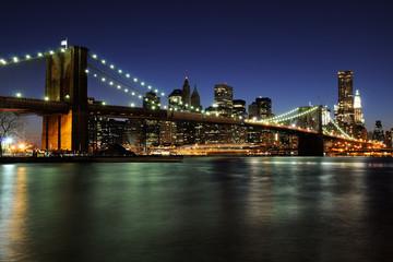 Tuinposter Brooklyn Bridge Notturno su ponte di Brooklyn e Manhattan