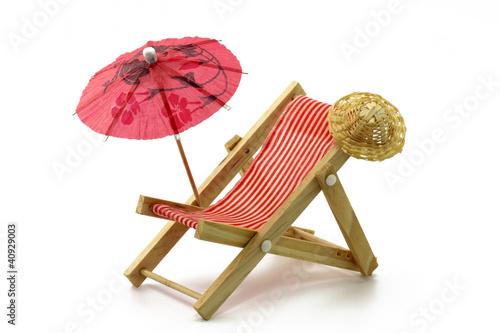 liegestuhl mit sonnenschirm stockfotos und lizenzfreie bilder auf bild 40929003. Black Bedroom Furniture Sets. Home Design Ideas