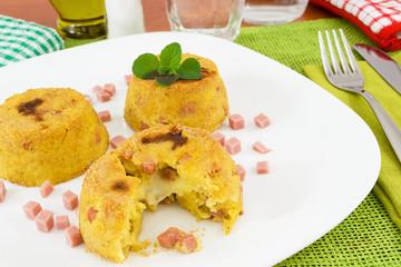 tris di tortini di patate ripieno di mozzarella