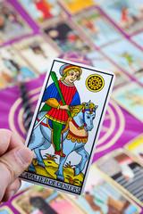 Cavalier de Deniers, Tarot card held in the hand