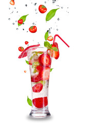 Foto op Canvas Opspattend water Strawberry mojito drink with falling strawberries