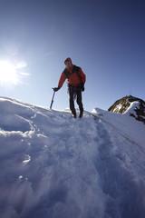 Bergsteiger am Gipfelgrat in den Ötztaler Alpen
