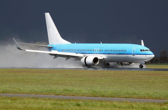 Boeing 737 landing on a wet runway