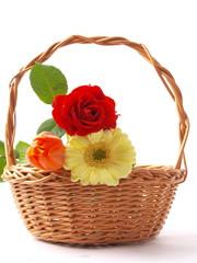 BASKET WHIT FLOWERS - KOSZ Z KWIATAMI