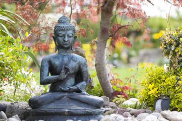 Buddha-Figur im Garten