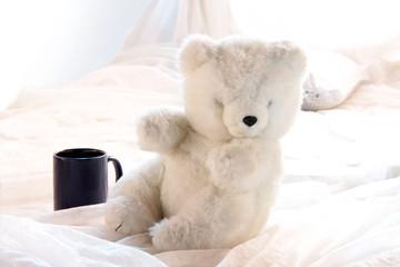 Teddybär und Tasse