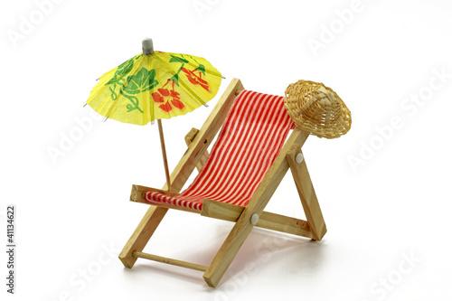 liegestuhl mit sonnenschirm stockfotos und lizenzfreie bilder auf bild 41134622. Black Bedroom Furniture Sets. Home Design Ideas
