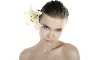 portret dziewczyny z kwiatem
