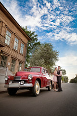 Keuken foto achterwand Havana Pretty couple near the vintage car