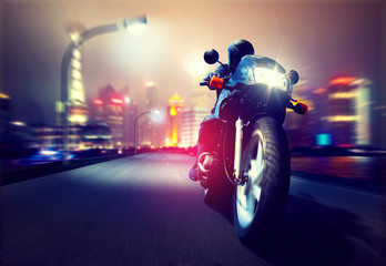 Fototapete - Motorbike in front of a Skyline