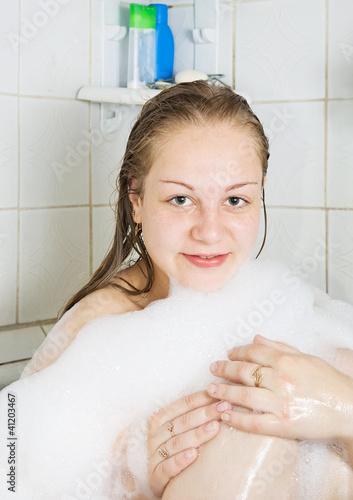 порно молоденьких в ванне