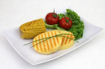 Grillkäse mit Salat