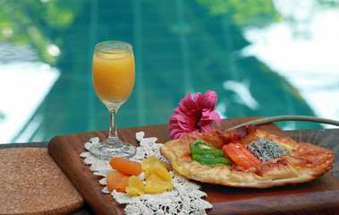 Fresh fruit juices decorated with flowers, fruits pie
