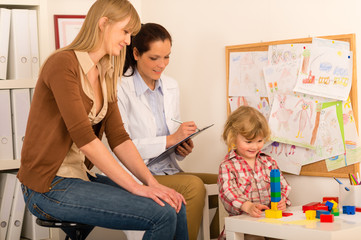 Pediatrician observe child girl play at surgery