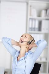 lachende geschäftsfrau mit headset