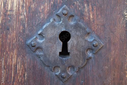 Cerradura de hierro antigua de una puerta de madera fotos de archivo e im genes libres de - Cerradura de puerta de madera ...