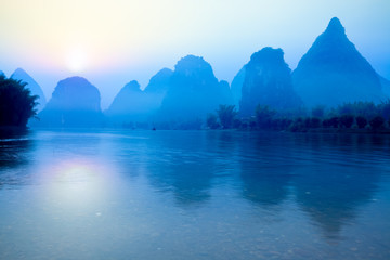 Photo sur cadre textile Guilin guilin at sunrise