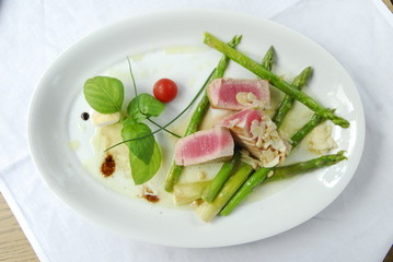 grilled tuna with asparagus