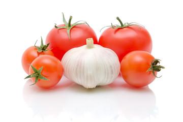garlic and tomatoes close up