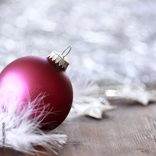 Eisblaue Christbaumkugeln.Eisblaue Weihnachtskugeln Mit Tannenzweig Stock Photo And Royalty