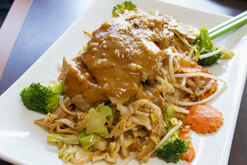 Pad Thai Noodles with Lemon Grass Chicken and Peanut Sauce