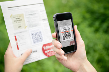 Scanning QR code on mobile phone