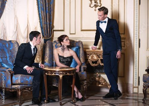 Одна женщина и двое мужчин