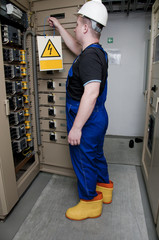 electrician in the electrical distribution