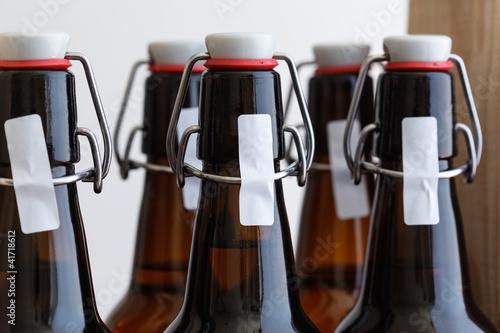 flaschen mit b gelverschluss stockfotos und lizenzfreie bilder auf bild 41718612. Black Bedroom Furniture Sets. Home Design Ideas