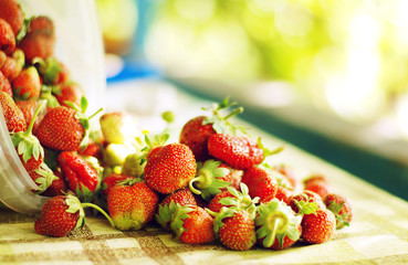Fresh strawberry scattered on the table