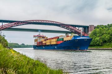 Containerschiff auf dem Nordostseekanal