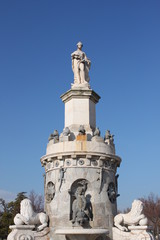 statue fontana