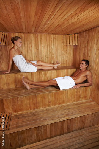 mann und frau zusammen in sauna stock photo and royalty free images on pic 41824235. Black Bedroom Furniture Sets. Home Design Ideas