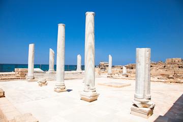Fotomurales - Marble pillars in Caesarea. Israel.
